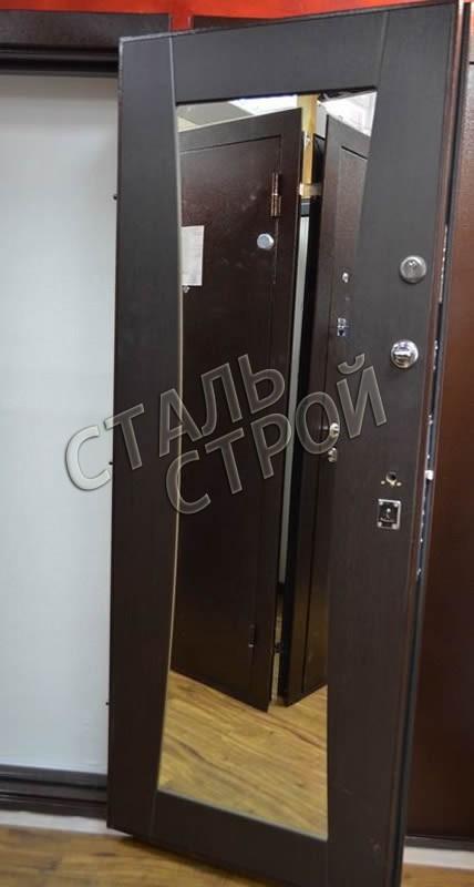 входные металлические двери в квартиру с зеркалом изнутри