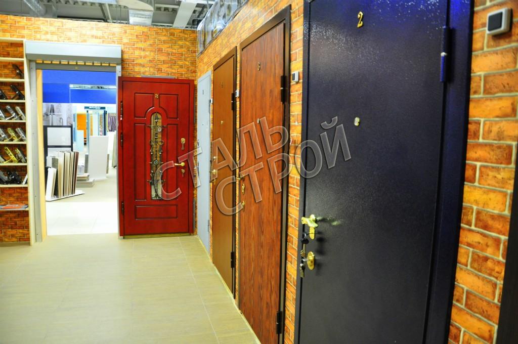 выставочный зал металлические двери